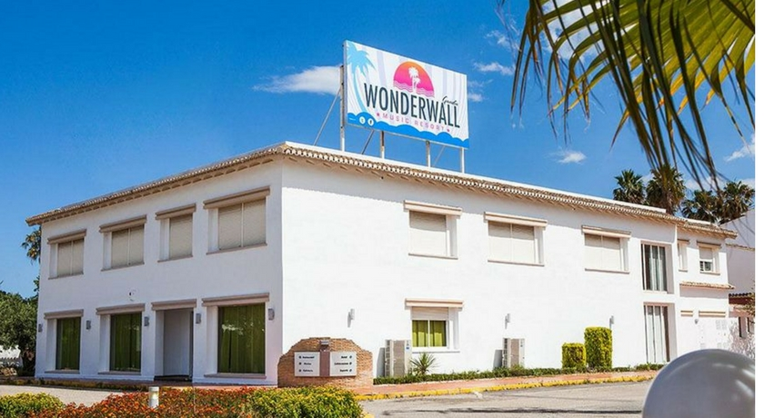 wonderwall resort
